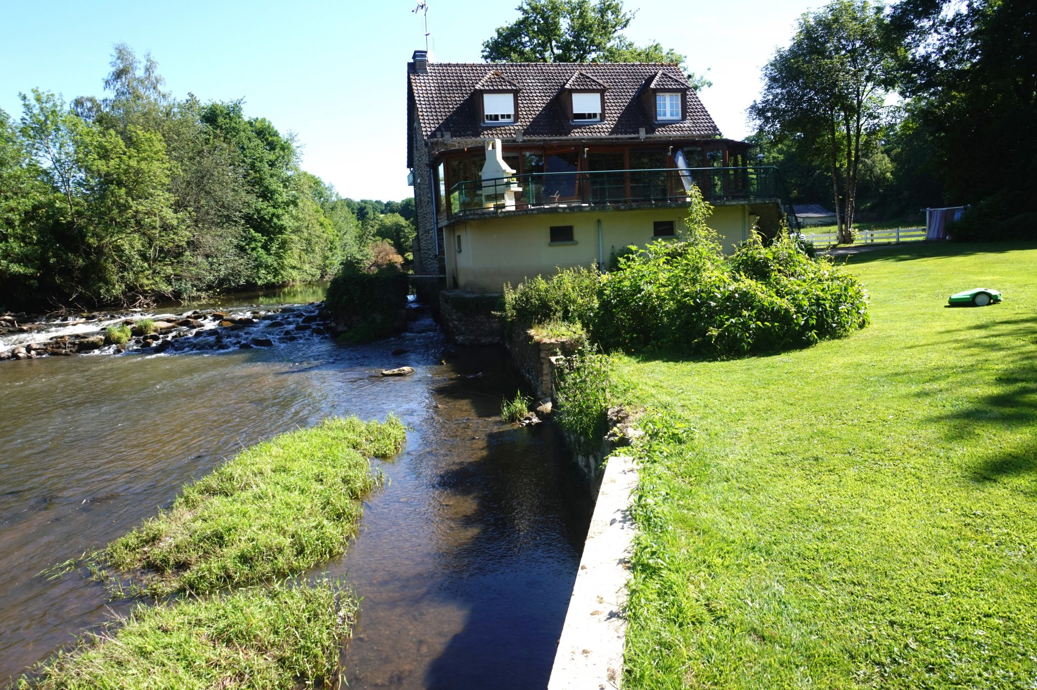 Main Photo of a 3 bedroom  Mill for sale