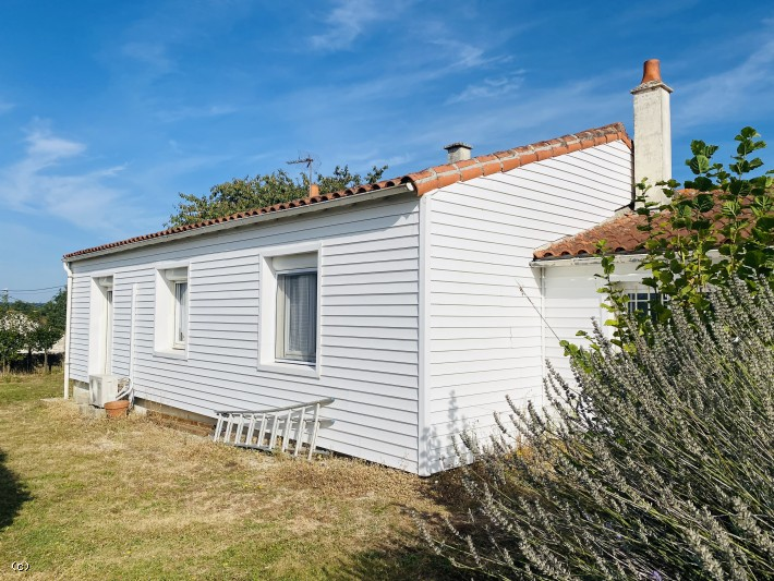 Main Photo of a 3 bedroom  Bungalow for sale