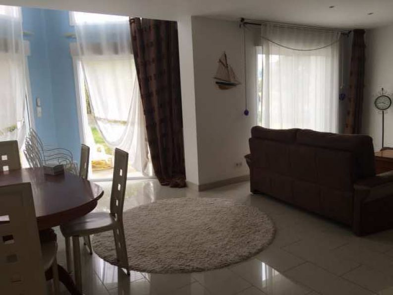 5 Bedroom Contempoaray House For Sale