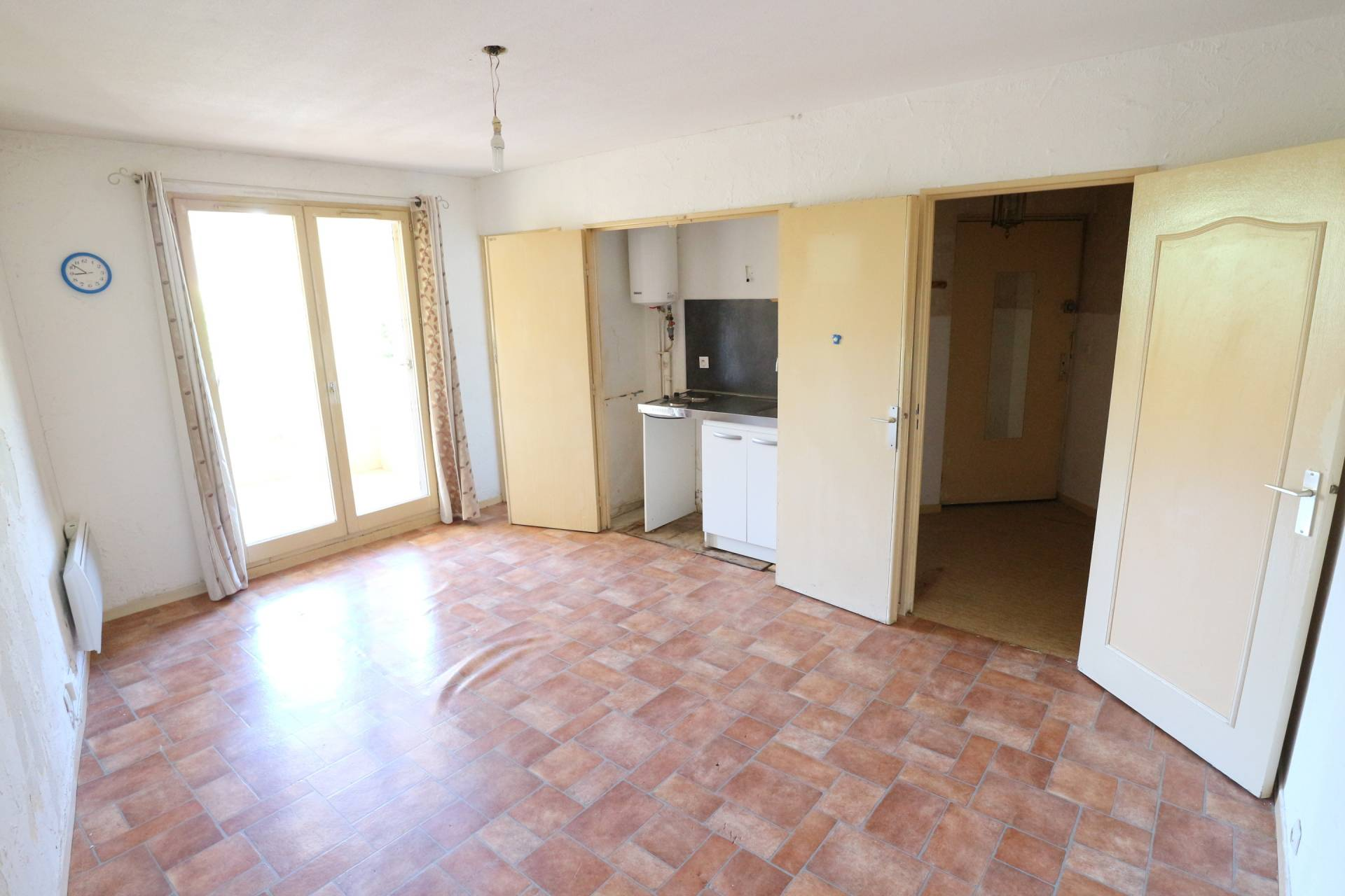 Main Photo of a 1 bedroom  Studio for sale