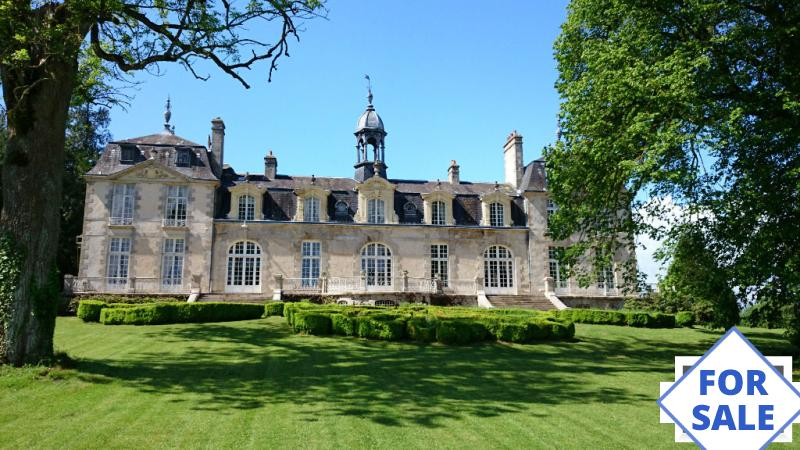 Main Photo of a 6 bedroom  Chateau for sale