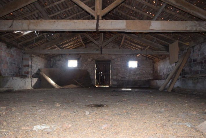 Barn to Renovate With Garden
