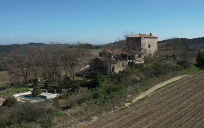 Main Photo of a 9 bedroom  Chateau for sale