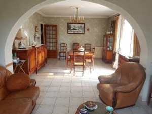 SLD02453 - Under Offer with Cle France