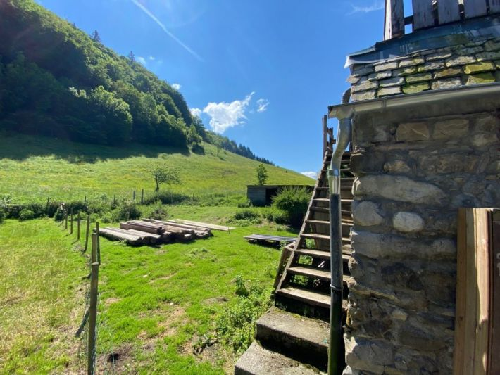 Main Photo of a 4 bedroom  Chalet for sale