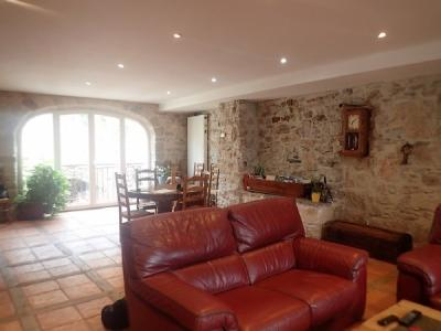 Pretty Stone House With 290 M2 Of Living Space, 6 Bedrooms And Garden Of 600 M2.