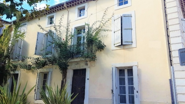 Beautiful Bourgeoise House With 5 Bedrooms, Courtyards, Terrace And Convertible Attic !