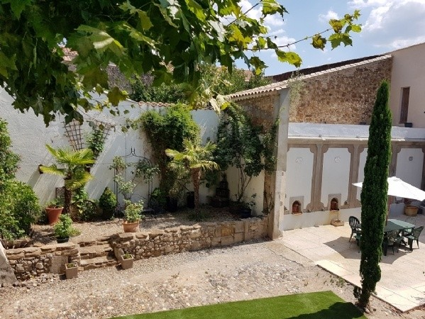 Manor House With 2 Courtyards, Pool, Barns, Guest Gite With Terrace