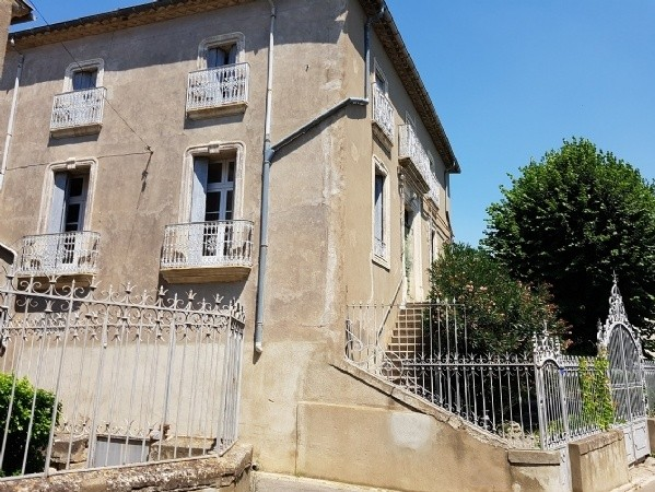 Character Property With Bourgeoise Home And Wine Cellar On 1567 M2 In The Heart Of The Village.