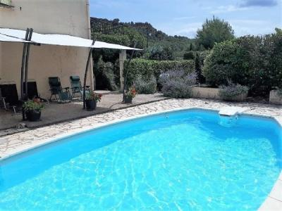 Pretty Villa Offering 2 Apartments On 1010 M2 With Pool, Terraces And Views.