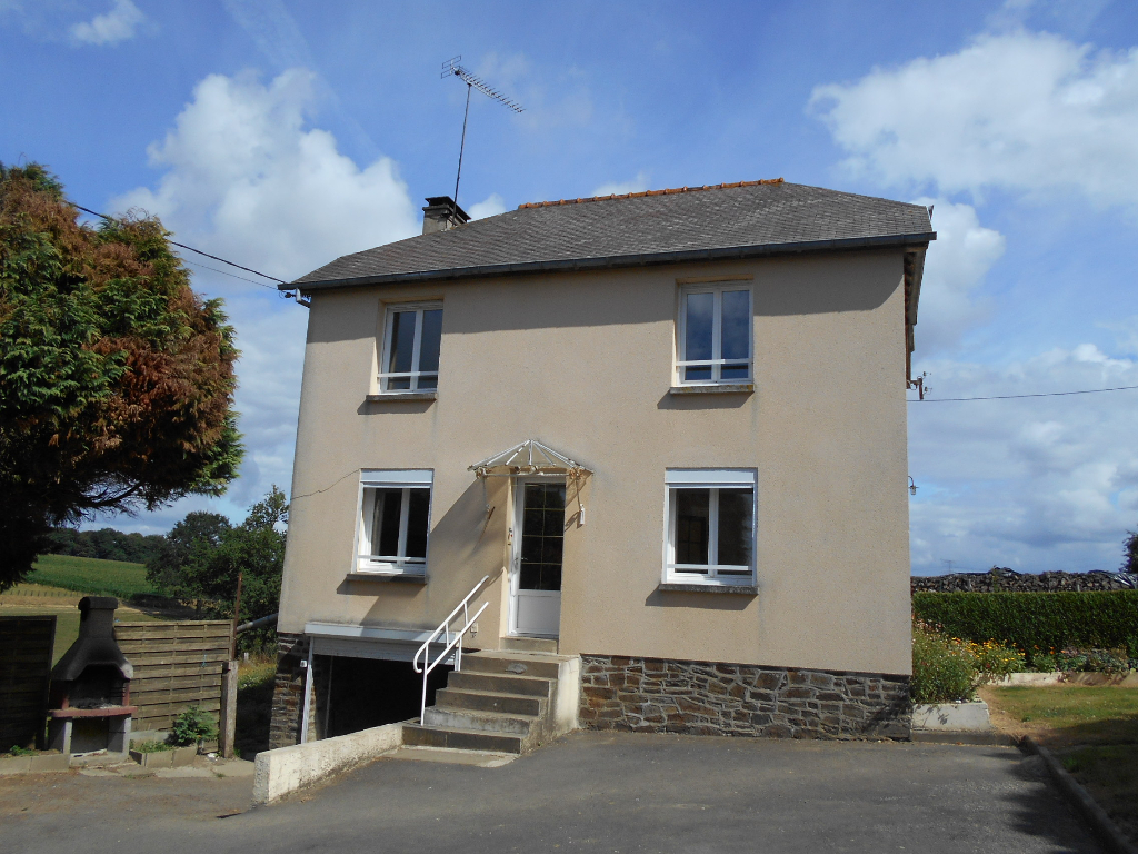 Detached Rural House, Ten Minutes from Town